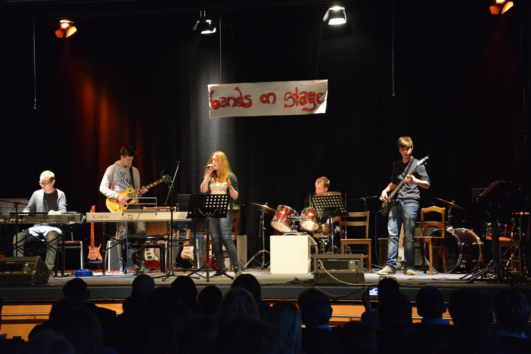 Couch Potatoes (Musikschule Marburg) Antonia Wetzlar (vocal)  Paul Naumann (keyboard)  Nils Schoormann (guitar)     Luka Batinic (bass) Benjamin Imhof (drums)