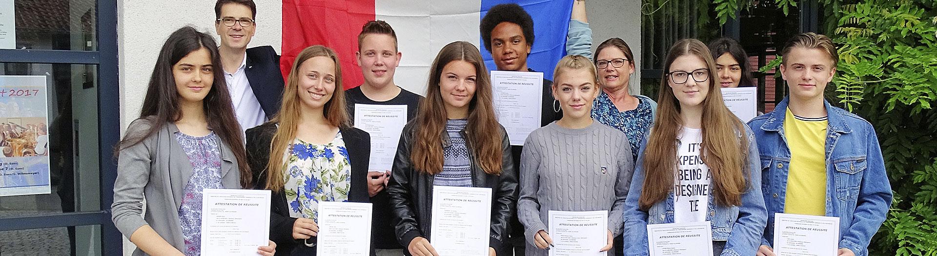 schülerinnen und schüler aus dem internat landschulheim steinmühle bekommen ihre sprachzertifikate in marburg, hessen