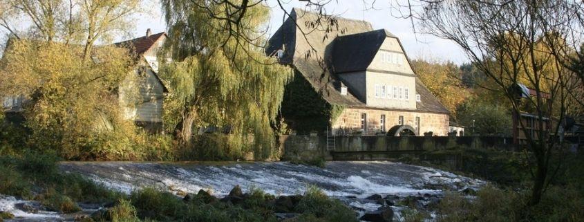 idyllische natur rund um das förderinternat landschulheim steinmühle für schwererziehbare und hochbegabte schülerinnen und schüler in marburg, hessen
